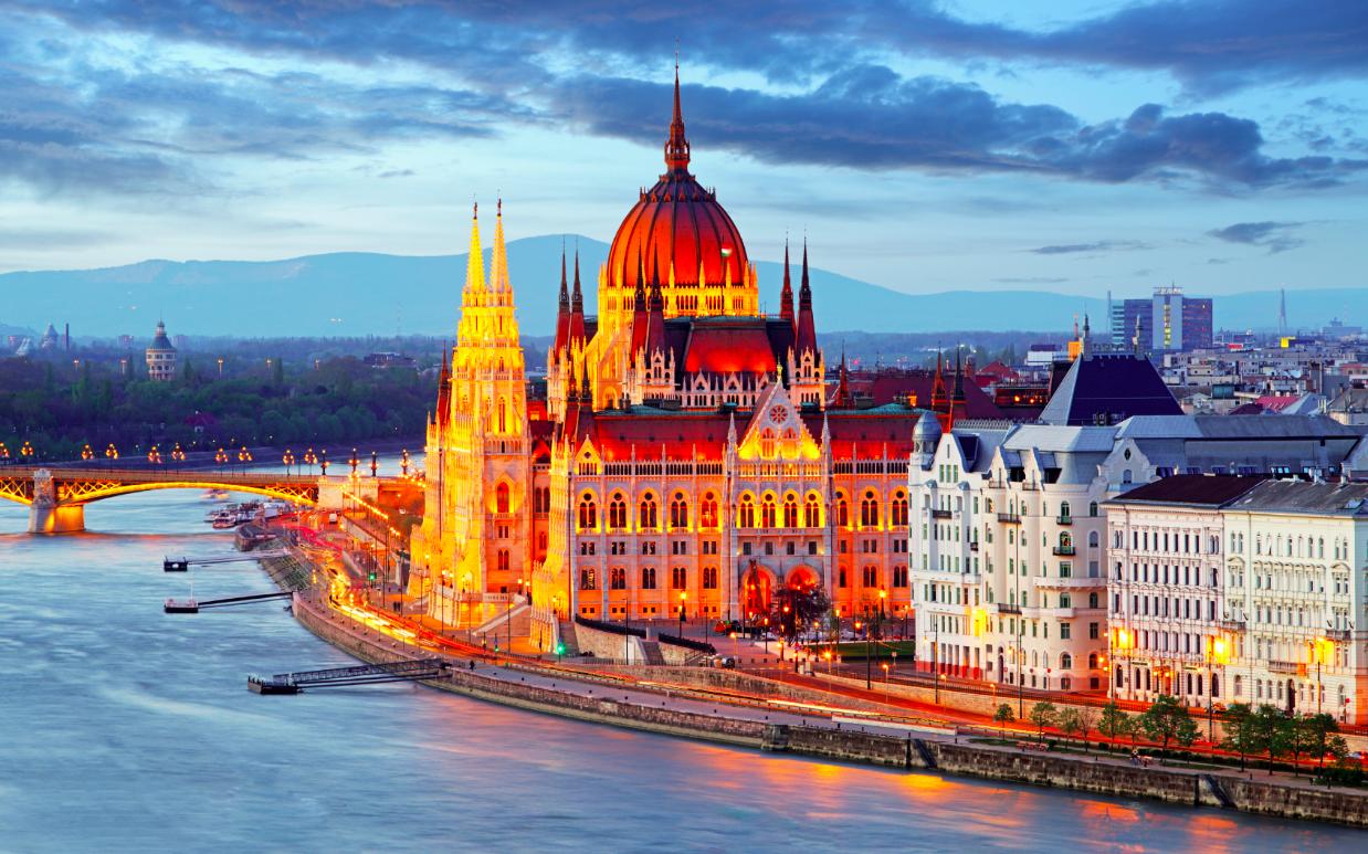 ماهى عاصمة هنغاريا و خريطة وعلم وعدد سكان هنغاريا