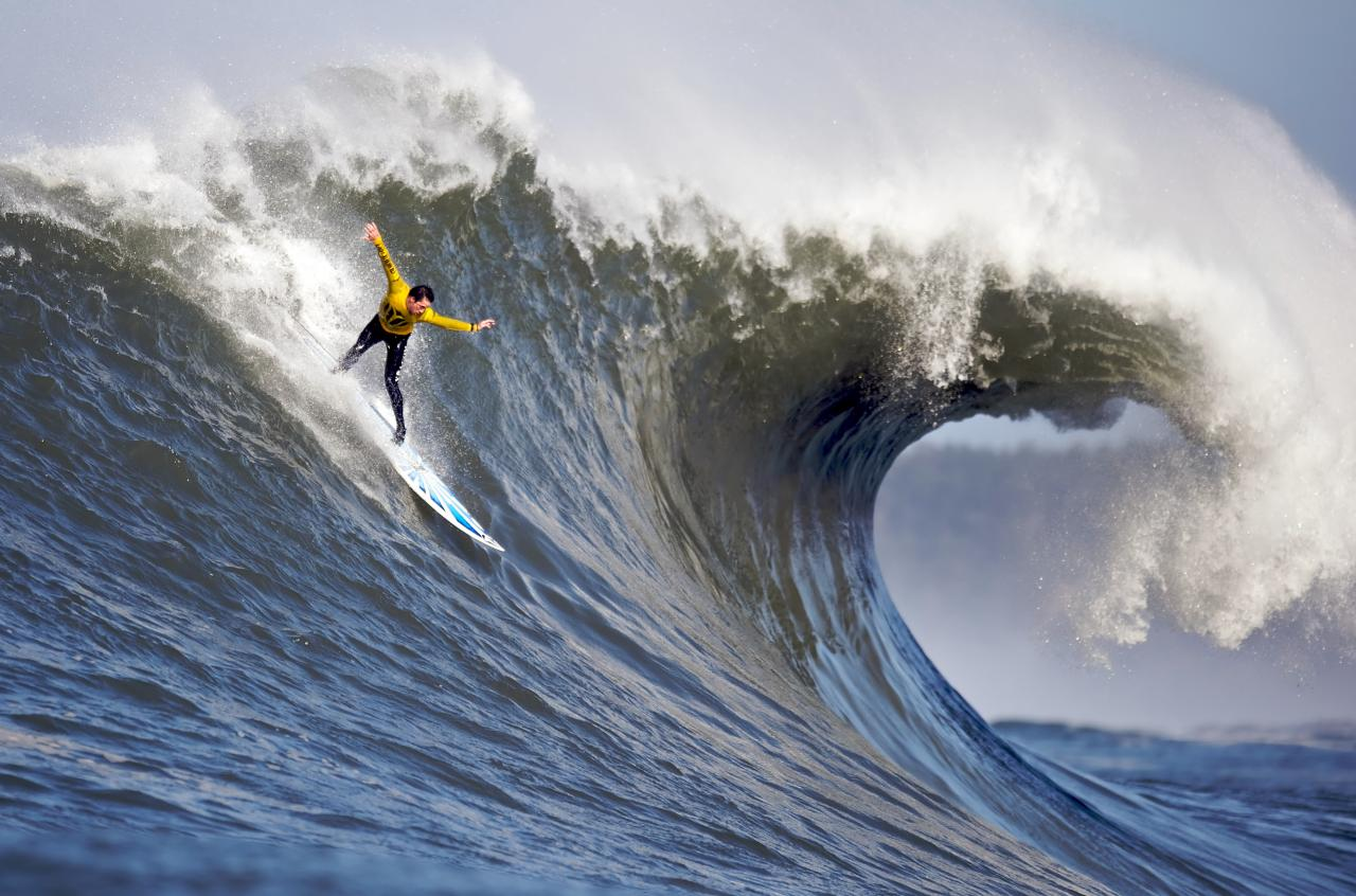 رياضة ركوب الأمواج والتزحلق عليها
