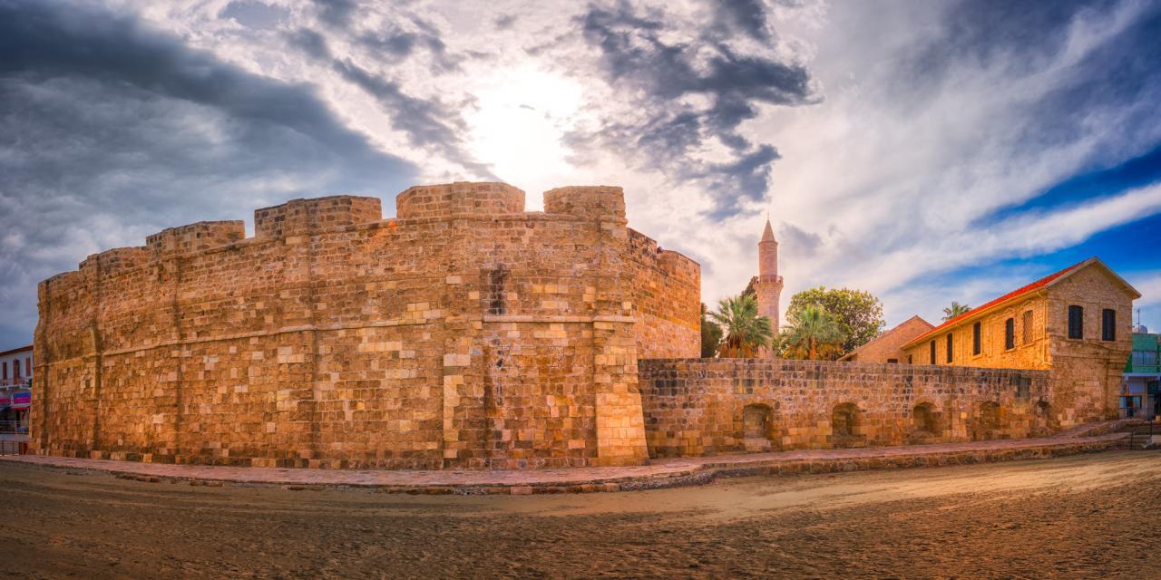 صورة توضيحية لقلعة آل عثمان في لارنكا