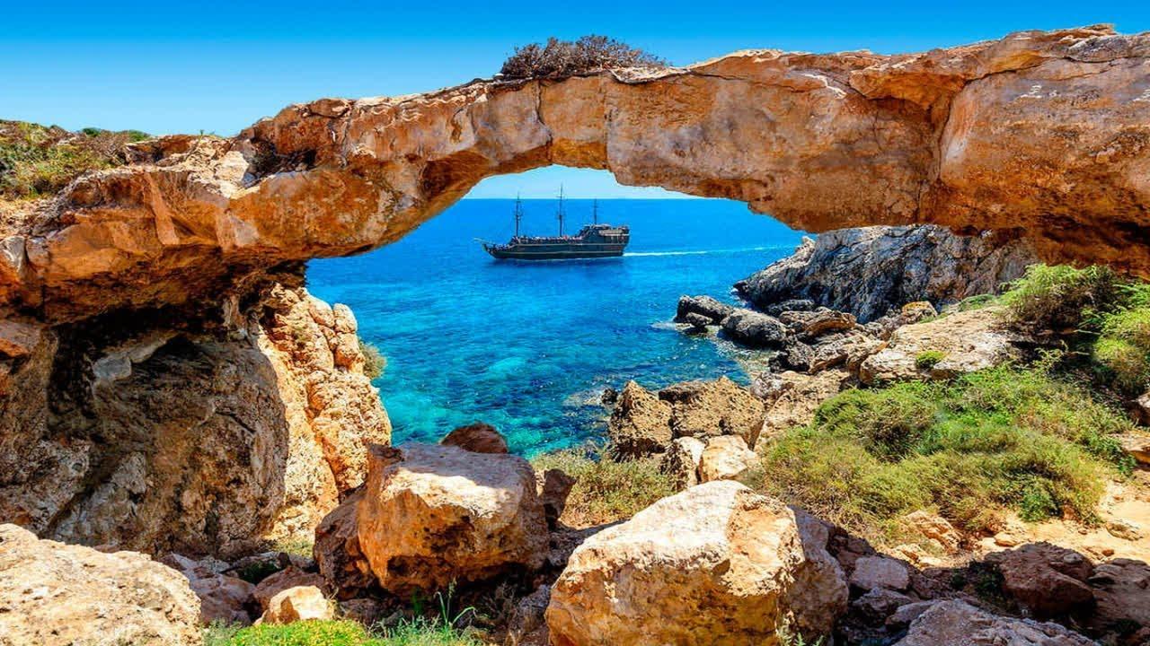 العمل في قبرص اليونانية