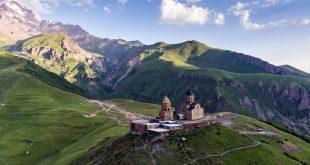 مشهد جبال القوقاز من چورچيا