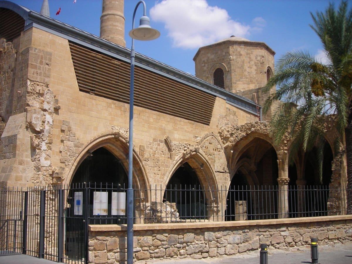 كاتدرائية القديسة صوفيا من الخارج في قبرص