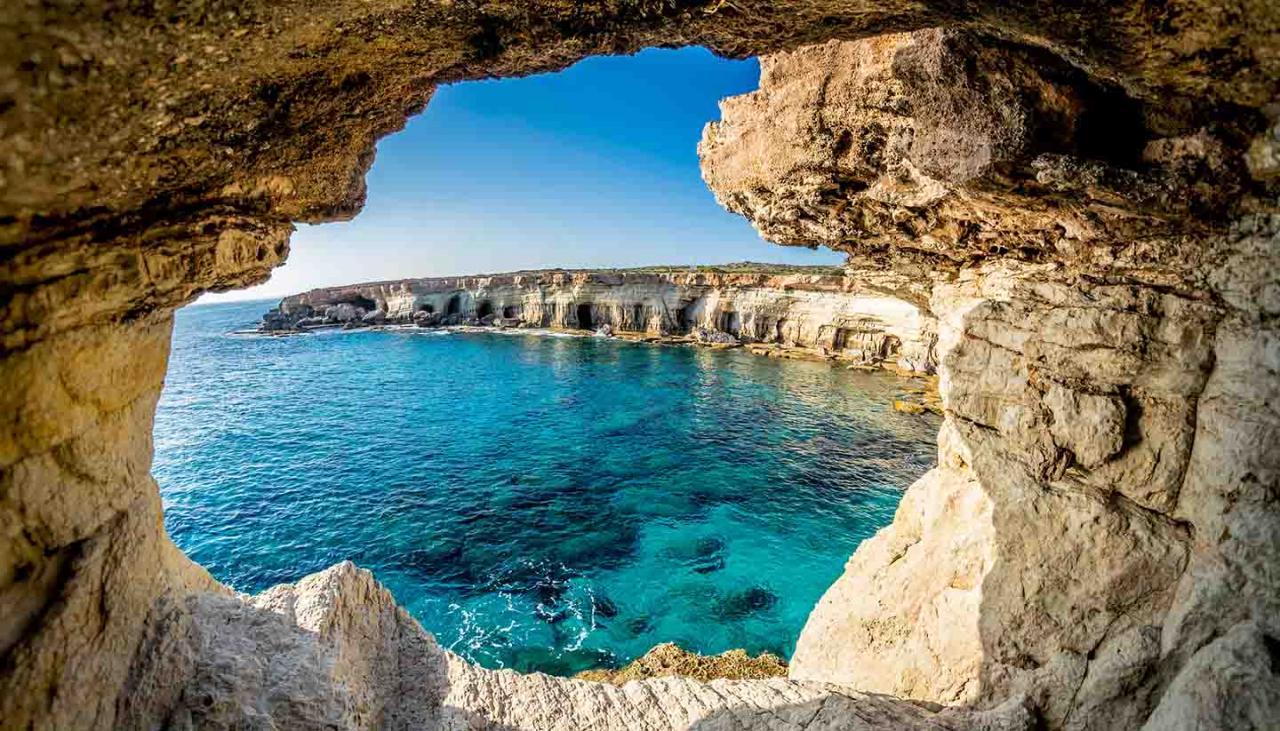 مشهد من أحد الكهوف على البحر المتوسط في نيقوسيا