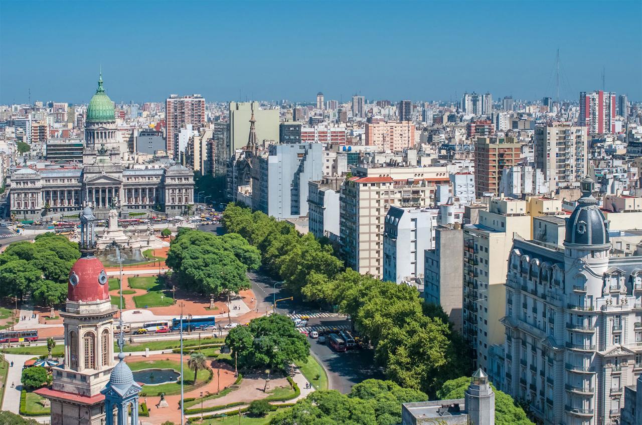 صورة من أعلى في اتجاه أفقي لمباني عاصمة الأرجنتين