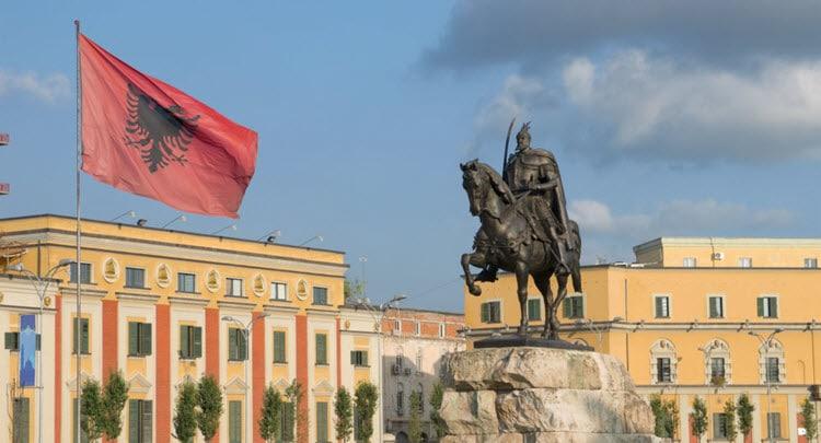 مدينة تيرانا عاصمة ألبانيا