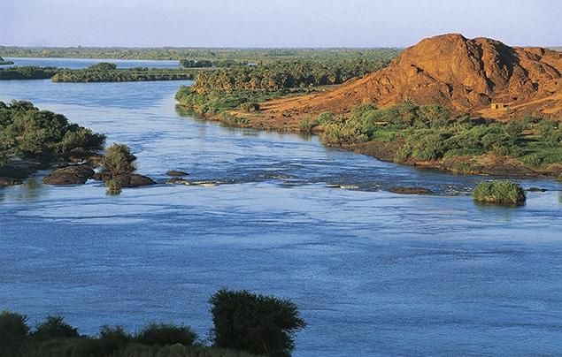 أطول نهر في العالم هو نهر النيل